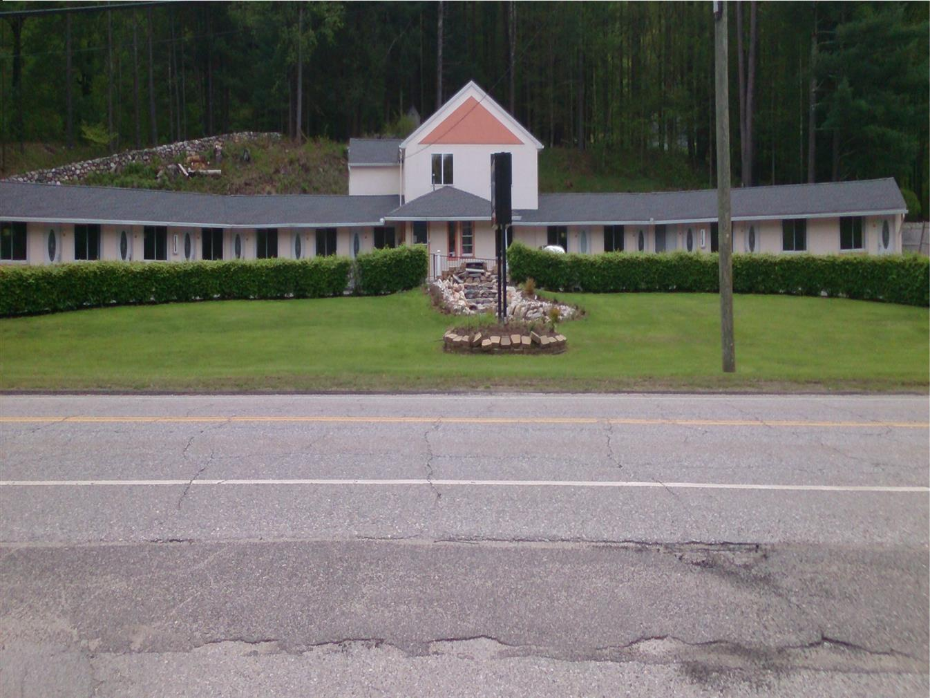 HITCHING POST COUNTRY MOTEL